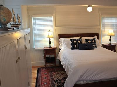 Captain's quarters - queen bed