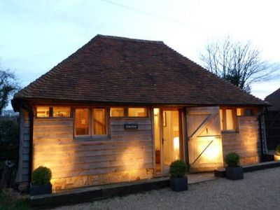 Wealden farmhouse rental - Grain Store - at dusk