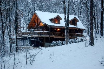 """The Refuge"" Log home - sleeps 8-10; located about 400 ft from Sanctuary."