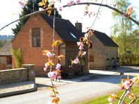 THE WAIN HOUSE, pet friendly, with hot tub in Westhope, Ref 1863