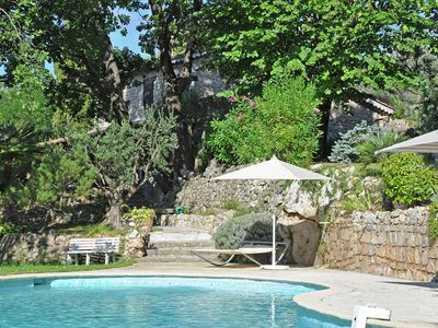 Magnificent estate with guest rooms, large swimming pool and tennis court in Provence