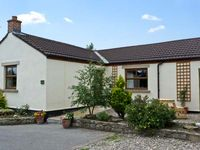 ROSE COTTAGE, pet friendly, with a garden in Caldwell, Ref 6871