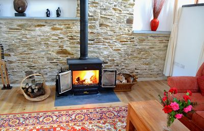Looe house rental - Cosy fire in The Threshing Barn