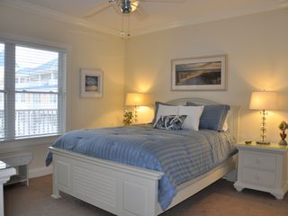 Belmont Towers Ocean City condo photo - Queen bedroom