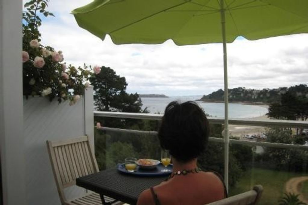 Perros Guirec on beach, 2p, veranda and terrace south, ea vac. Wifi