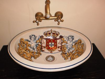 Using this hand-painted lavabo is always a wonderful moment in any day time