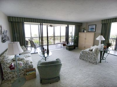Perry - Dekle Beach condo rental - Living room toward the lanai
