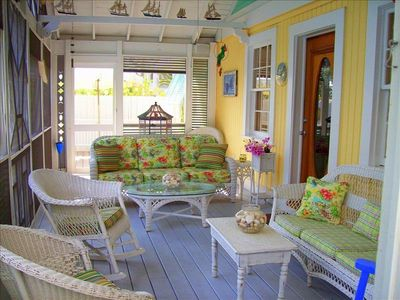 """Ole Southern"" Screened Porch -- Imagine......Wastin' the Day Away!"