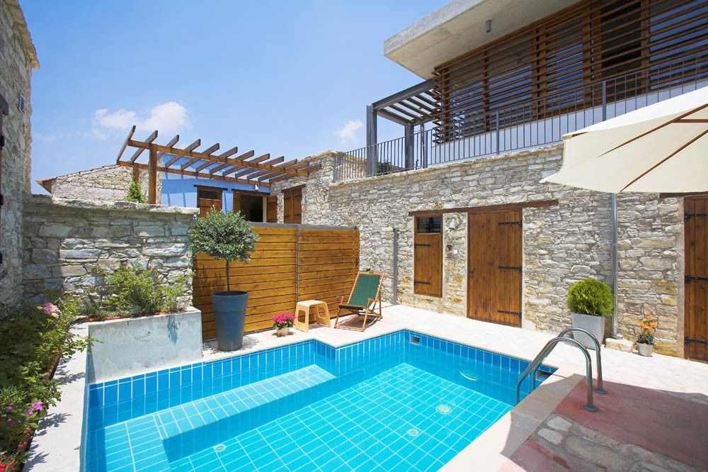 Red blue door 2 stone houses with pool and spa room 15 39 from the beach Red house hotel swimming pool