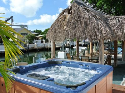 Enjoy our soothing Jacuzzi ~ Right next to the water!