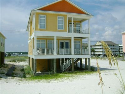 Beach house directly on the white sandy beach