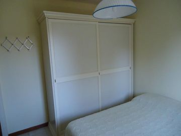 Guest Bedroom: wardrobe
