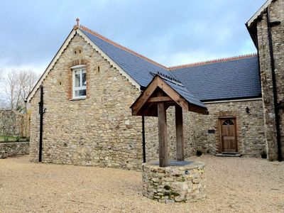 3 Bedroom Stone Cottage In 'Area Of Outstanding Natural Beauty' With Own Gardens