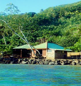 Cosy lagoon bungalow for 2p with full amenities, in front of shallow waters