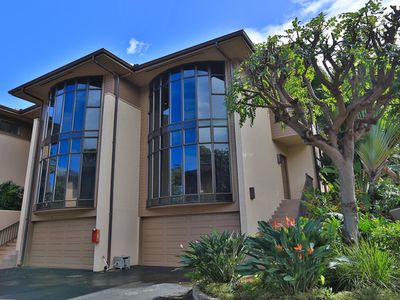 This newly remodeled property is situated between Napili Beach and Kapalua Beach and so Hawaii sand and waves are just around the corner!