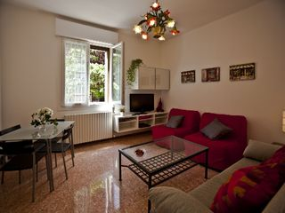 Bologna apartment photo - IL NESPOLO welcomes you in its wide, light-filled livingroom.