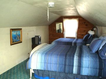 2 double beds TV in attic loft
