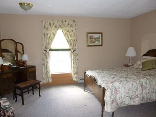 Jefferson farmhouse photo - Spacious bedroom with antique bedroom set.