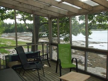 screened porch at bottom of the tide