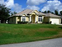 Pet Friendly Modern Home in 'F' Section of Palm Coast, 10 Min from Beach