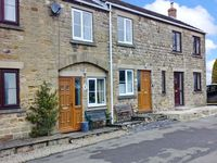 4 CROWN COURT YARD, pet friendly in Grewelthorpe, Ref 19821