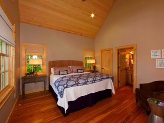 Sapphire cottage photo - The master bedroom has the same incredible view.