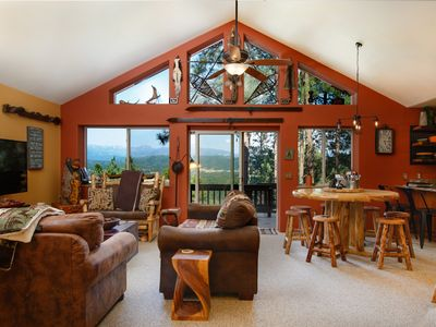 Gorgeous mountain view home, close to WC and town, First Morning Breakfast!