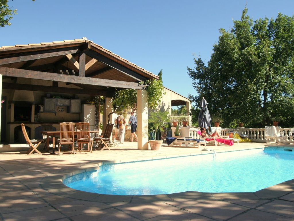 Accommodation near the beach, 200 square meters, with pool