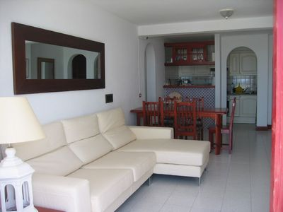 OPEN-PLAN LIVING AREA IN THE 3 BEDROOM APARTMENT