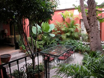 Garden with Outdoor Dining