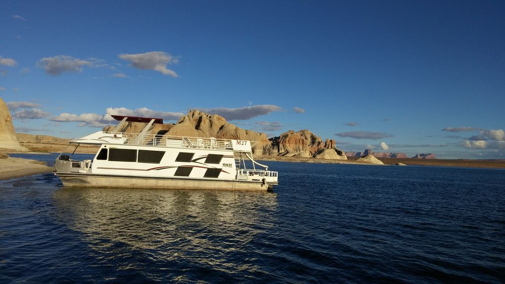 53 39 adventurer houseboat bullfrog marina lake powell 2 br for Houseboats for rent in california