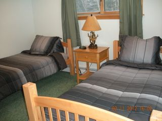Pittsburg chalet photo - twin bdrm on 1st fl, also has sliders looking out to the outdoors.