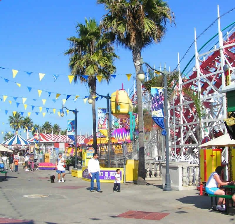An amusement park within walking distance!