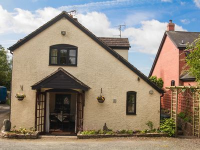 Cosy Semi-Detached Cottage Located In The Centre Of Staunton-On-Wye Village