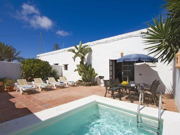 La Tienda, pool and sun terrace