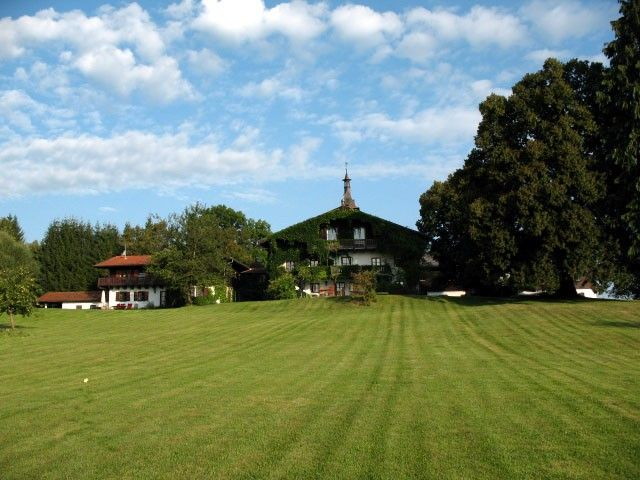 Large bavarian holiday house with panoramic view in the south of Munich - Großes romantisches Ferienhaus