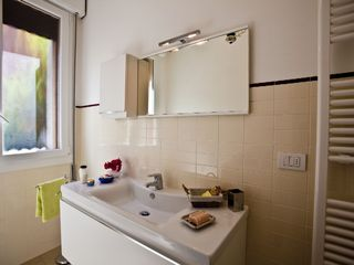 Bologna apartment photo - Towels, toilet paper, housecleaning products are provided at no extra charge.