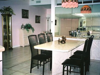 Eat in kitchen/dining room (6 chairs).