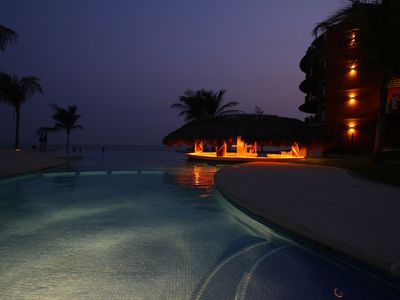 Pool and swim up bar at night