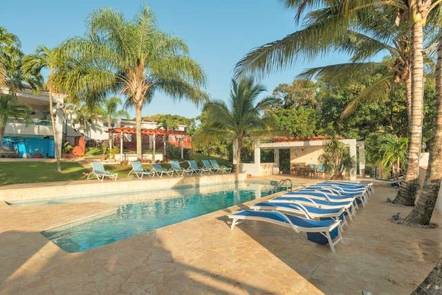 8 fully equipped apartments, pool, hot tub, destination wedding venue