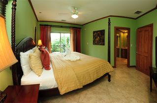 Playa Herradura condo photo - There is an in-suite master bathroom and walk-in closet.