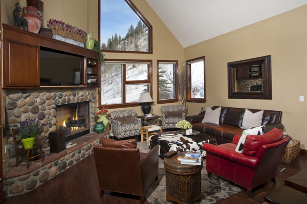 Beautiful Home on National Forest Line Next to Chair 20
