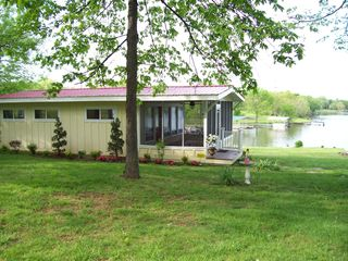 Lebanon cabin photo - Beautiful Old Hickory Lake Cabin