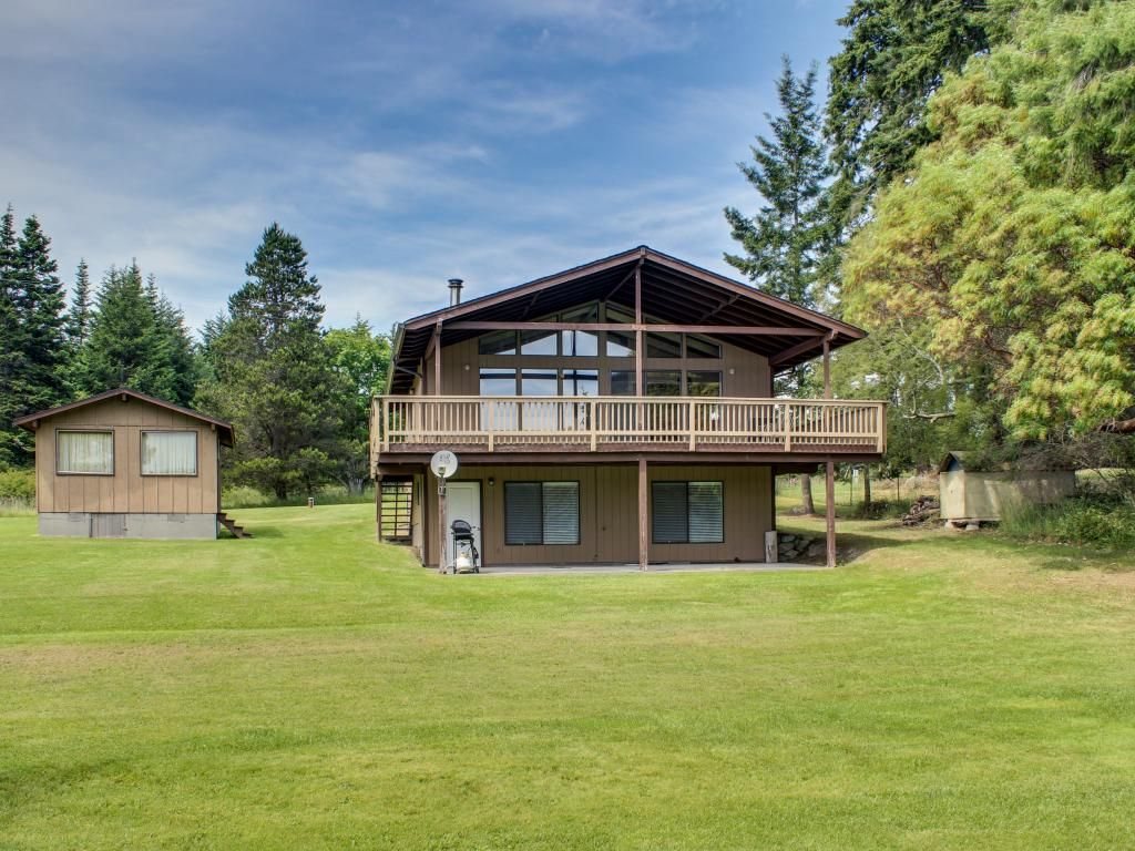 Tranquil bayfront home with a covered deck vrbo for 9 bedroom beach house rental