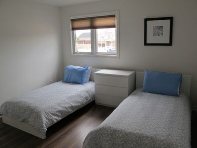 3rd bedroom with two twin beds