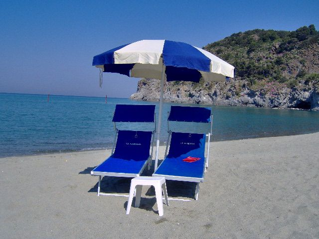APARTMENT ON THE BEACH WITH PRIVATE BEACH UMBRELLA AND BED