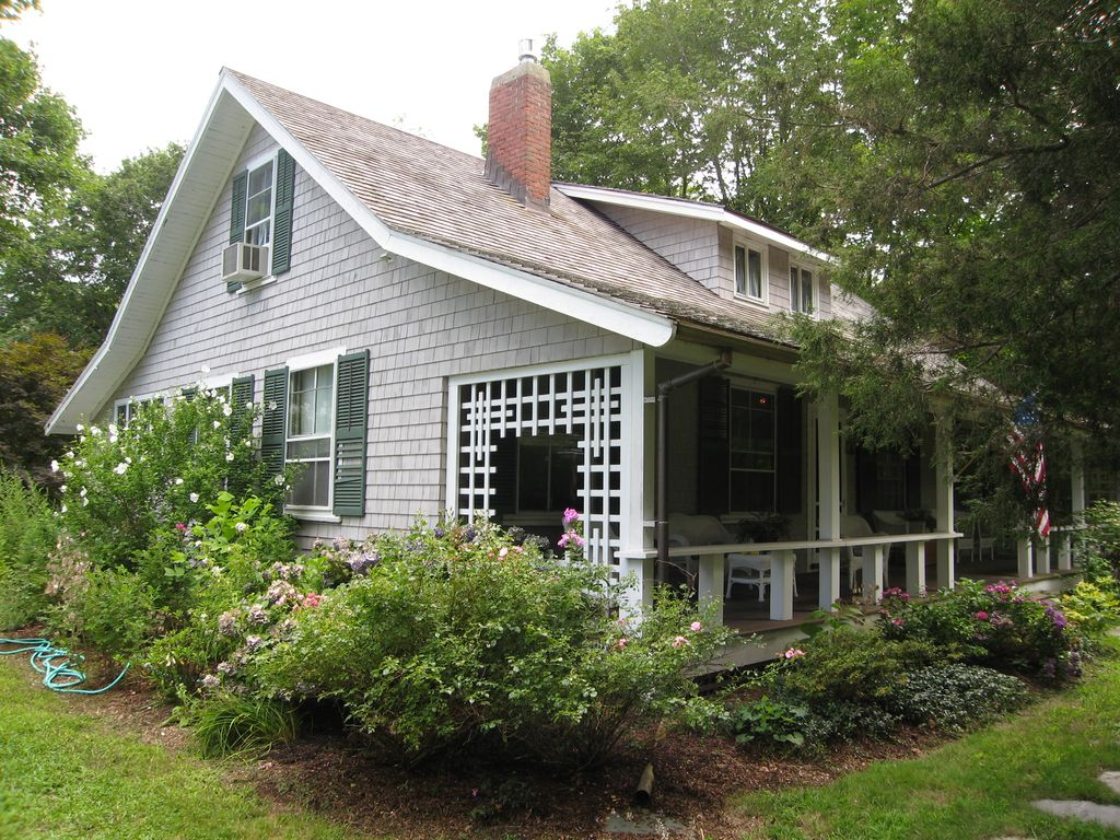 Classic shingle style cottage vrbo for Shingle style cottage