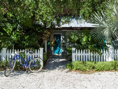 Beachfront, Chicasi Cottage, original vintage Florida charm right on the Gulf