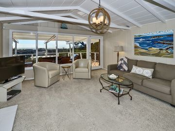 Capitola house rental - Living room with large deck