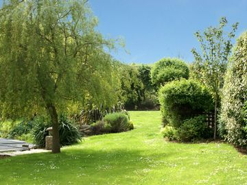 Peace and tranquillity in extensive gardens